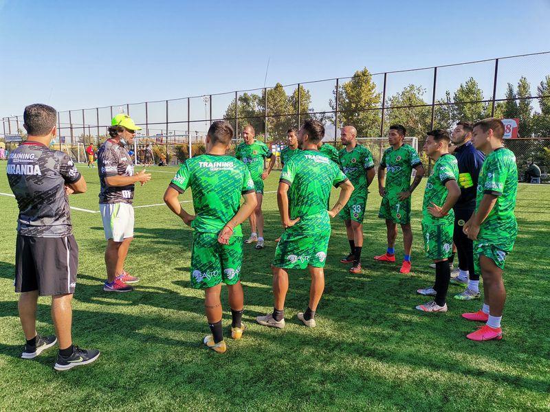 Lautaro de Buin ha protagonizado complejos días al mando de su mecenas y entrenador Carlos Encinas, quien es entrevistado en El Diván del Kily.