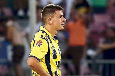 La rodilla izquierda saca a Cerato del ataque de Everton