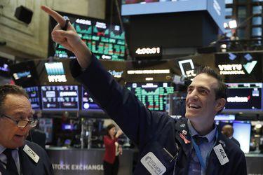 El Dow Jones hace historia en Wall Street y quiebra por primera vez la barrera de los 30.000 puntos