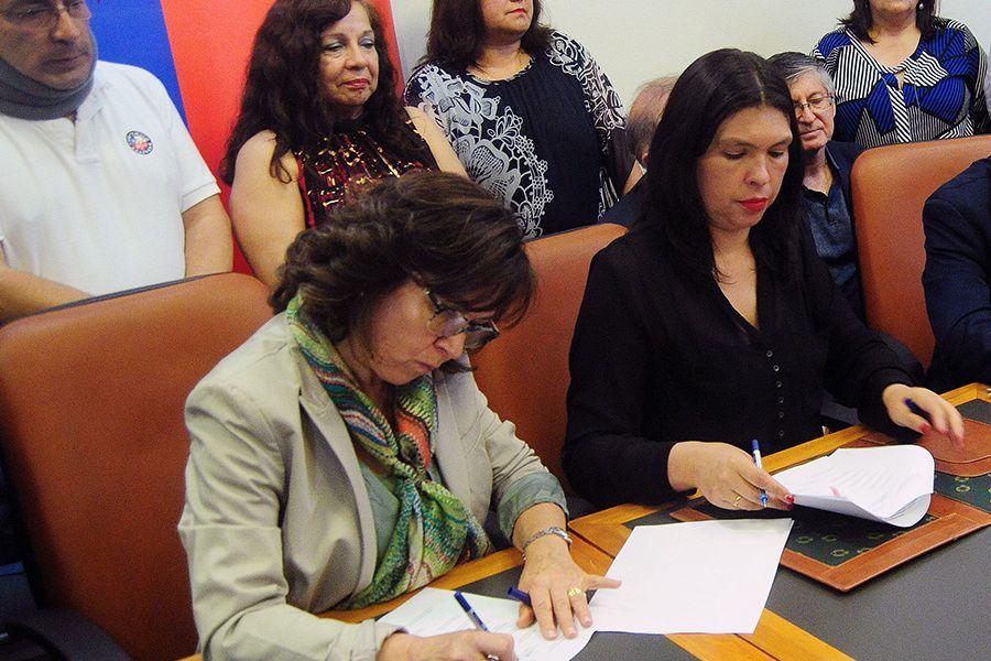 Alejandra Krauss,  y la presidenta de la CUT. Barabara Figueroa,