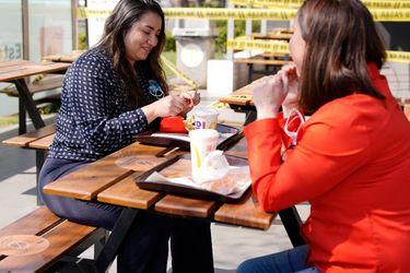 McDonald's anuncia la primera reapertura de local con venta a público