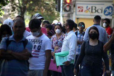Informe U. de Chile-UC prevé que número de desempleados puede llegar a 1,6 millones