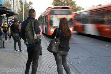 """Transantiago adelanta salida de últimos buses del día por motivos de """"seguridad"""""""