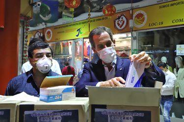 Municipio de Lishui dona 60.000 mascarillas a la comuna de Santiago para prevenir el coronavirus