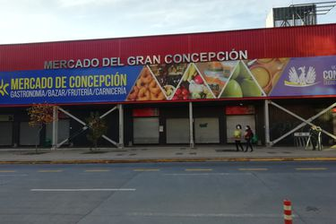 Una tras otra: la dura batalla del mercado de Concepción y sus locatarios