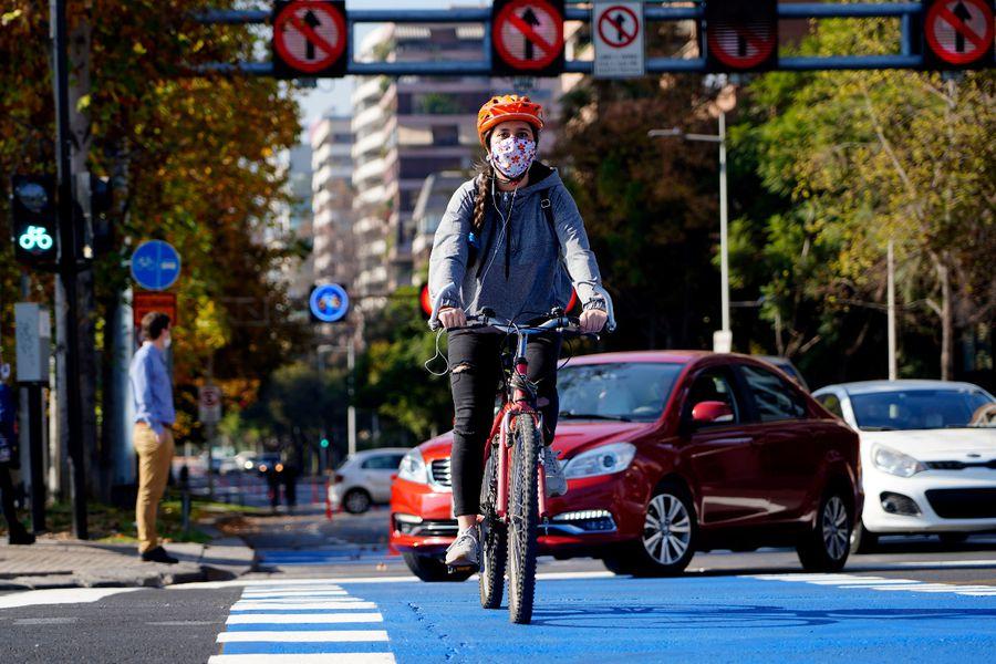 Las ciudades post cuarentena: ¿Cómo será la nueva movilidad, en auto o en  bicicleta? - La Tercera