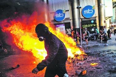 Robos, desórdenes, atentados, incendios, homicidios: El catastro de Interior de delitos que se imputan a 232 detenidos por el estallido en prisión preventiva