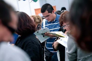 Tasa de desocupación en el Gran Santiago baja 1,3 puntos y se crean 230 mil empleos