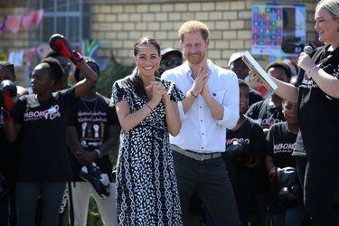 """Terremoto en la realeza británica ¿Qué significa para Meghan y Harry ser """"financieramente independientes""""?"""