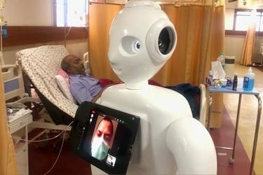 Robot ayuda a pacientes con Covid-19 a conectarse con amigos y familiares