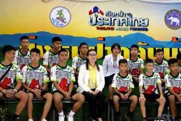 Niños rescatados en Tailandia son dados de alta y ofrecen conferencia de prensa