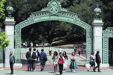 Incertidumbre, desazón, angustia: universitarios chilenos preocupados por decisión de EE.UU. de obligar a estudiantes extranjeros a abandonar el país
