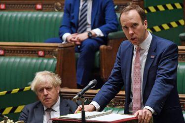 """Boris Johnson tildó de """"inútil total"""" a su ministro de Sanidad, según su exconsejero"""