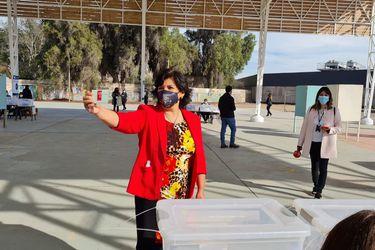 """""""En la mesa que me tocó votar he tenido el honor de depositar la primera papeleta verde"""": Provoste destaca proceso eleccionario para pueblos indígenas"""