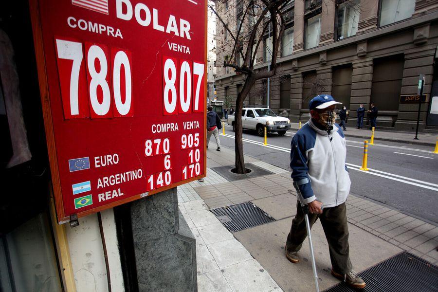 El dólar rompió los $ 800 y llegó a máximos en casi un año ¿Qué sucederá si se aprueba el cuarto retiro del 10% de las AFP?