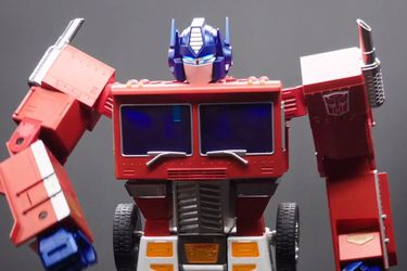 Hasbro presenta un nuevo coleccionable de Optimus Prime que se transforma solo
