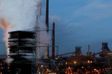 Los altos precios del acero hacen que los fabricantes escarben por suministros