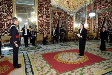 Roberto Ampuero presenta credenciales ante el Rey Felipe VI y se convierte en el nuevo embajador de Chile en España