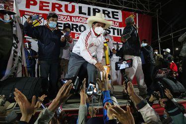 Los conflictos de Pedro Castillo: la conformación de un gabinete y la convivencia con Perú Libre
