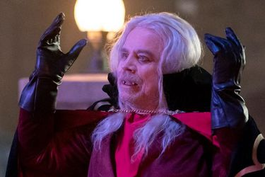Mark Hamill es un vampiro en busca de revancha en esta foto de What We Do in the Shadows