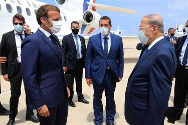 """Macron visita Beirut y promete ayuda internacional y pide al gobierno libanés """"reformas"""""""