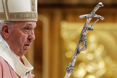 El papa Francisco oficia una misa para la comunidad filipina en la Basílica de San Pedro