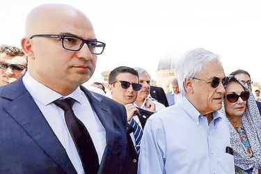 Israel arresta a ministro palestino que acompañó a Piñera