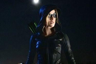 Mia Smoak es Green Arrow en las nuevas fotos del spin-off de Arrow
