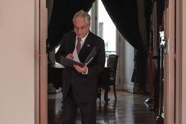 Un borrador listo y ciertas dudas: El dilema político de Piñera de ir o no al TC por el segundo retiro del 10%