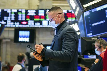 Mercados mundiales anotan caídas por fuerte demanda de bonos y preocupación por presiones inflacionarias