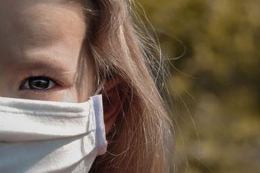 """Fact Checking: ¿Las mascarillas afectan los pulmones de los niños? ¿La Cruz Roja alertó de un """"rebrote descomunal"""" de Covid-19?"""