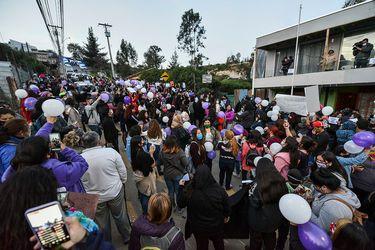 Masiva manifestación en Villa Alemana por justicia en caso de Ámbar Cornejo y protestas en cuartel de PDI en Limache por presencia de presunto homicida