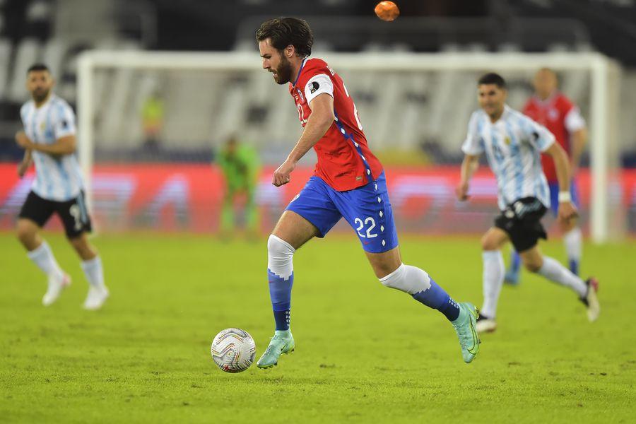 El delantero inglés nacionalizado chileno Ben Brereton debutó por la Roja y dejó una buena imagen ante Argentina.