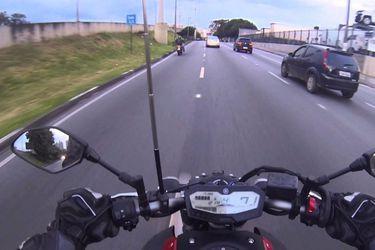 Para unas felices Fiestas Patrias: la antena corta hilo que todo motociclista debiese tener