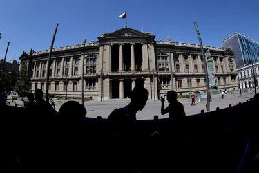 Corte de Santiago suspende la contratación del servicio del canal de televisión del Poder Judicial