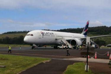 Alcalde de Rapa Nui pide financiar chárter semanal para llevar medicamentos y víveres a la isla