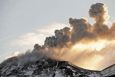 Erupción en Las Canarias: ¿Qué volcanes están en riesgo en Chile?