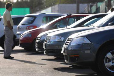 Decenas de personas denuncian estafa en la venta de sus autos a una automotora