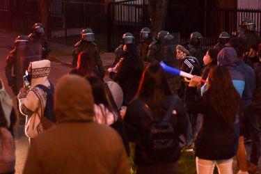 Masiva manifestación en Temuco e intervenciones con himno de Lastesis en distintas ciudades tras ser rechazada solicitud de prisión preventiva contra Martín Pradenas