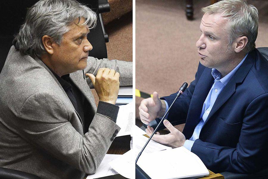 El senador Alejandro Navarro (a la izquierda) y el senador Felipe Kast.