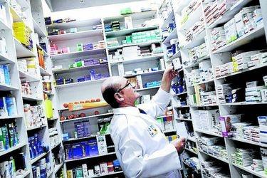 """Comisión Mixta pone presión al Ejecutivo para regular precios de fármacos: """"La propuesta protege los intereses económicos de las farmacias y laboratorios, no a las personas"""""""
