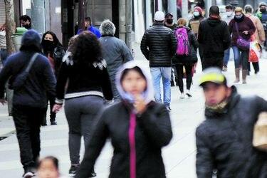 """Reporte de la U. de Chile señala que primeras semanas de cuarentena total en la RM tuvieron """"un impacto moderado"""" en reducir la movilidad"""