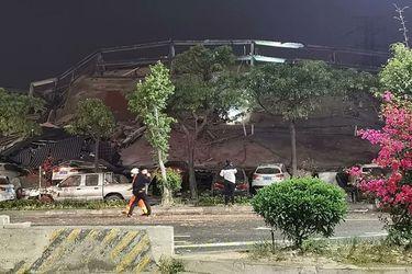 Se derrumba hotel con pacientes en cuarentena por coronavirus: 70 personas bajo los escombros