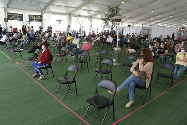 Gobernador Orrego evalúa permitir fondas en Fiestas Patrias y reitera llamado a atrasar toque de queda en la RM