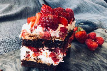 Aprende a cocinar una dulce torta helada con tus brownies Nutra Bien!