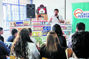 Traspaso de 104 colegios y anuncio de paro marcan inicio de desmunicipalización