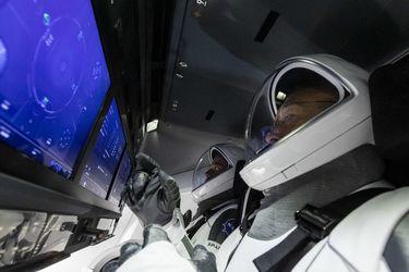 El mal clima obliga a suspender histórica misión de SpaceX