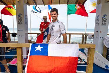 Manuel Selman asegura un puesto en Tokio y el surf chileno es olímpico