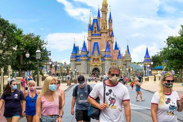 Disney World reabre en medio de peak de contagios en Florida