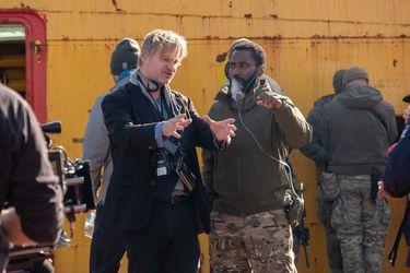 """Christopher Nolan dice que ha pasado su carrera """"tratando de volver a ese sentimiento"""" que tuvo al ver a James Bond por primera vez"""